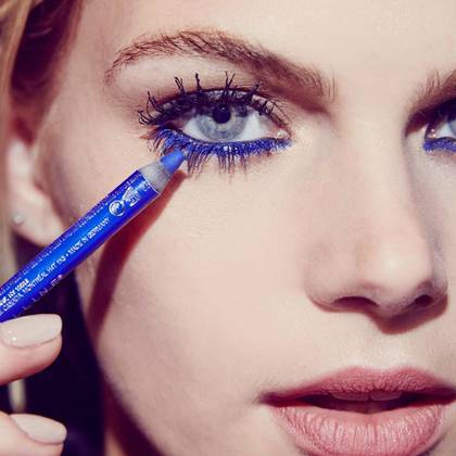 chaotic-mascara-gtl-graphic-blue-step1