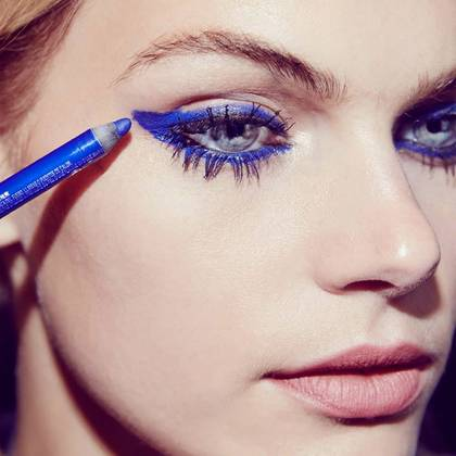 chaotic-mascara-gtl-graphic-blue-step2