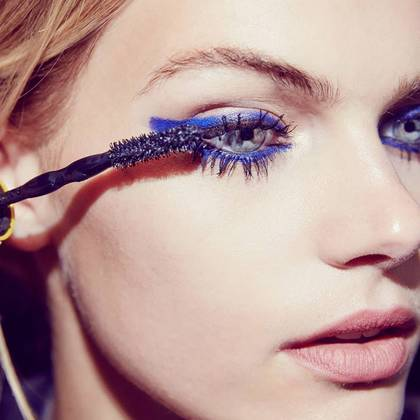chaotic-mascara-gtl-graphic-blue-step3