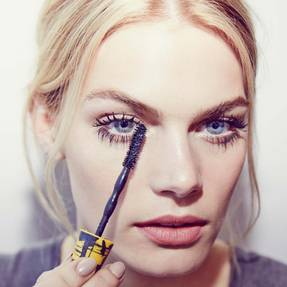maybelline-tip-eye-how-to-chaotic-mascara-brush-with-chaos-makeup-tutorial-1x1
