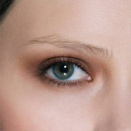 GET NATURAL, DEFINED EYEBROWS