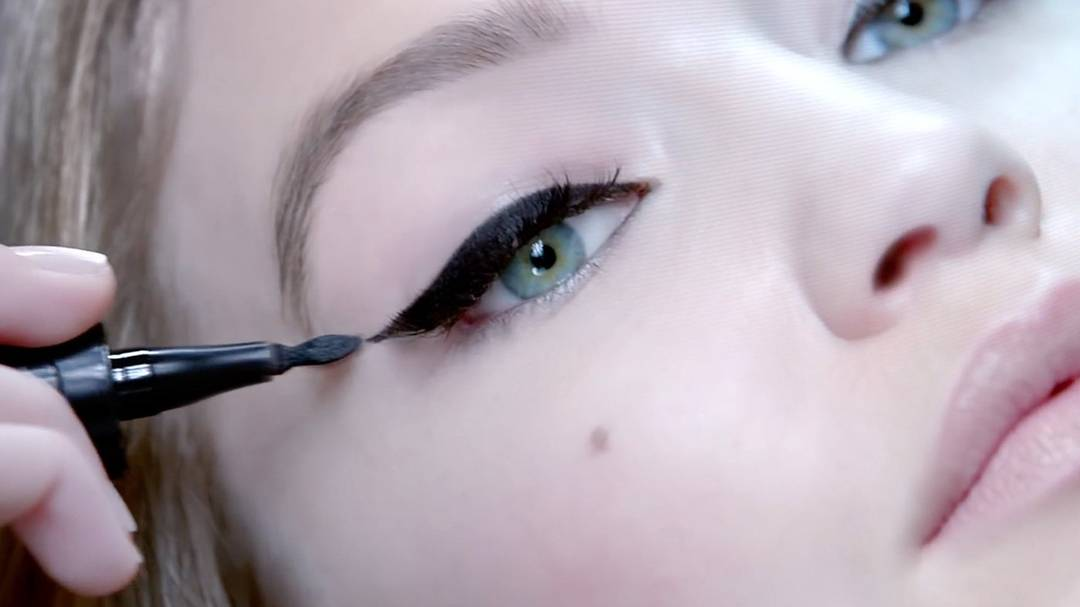 maybelline-eyeliner-master-precise-curvy-commercial-16x9