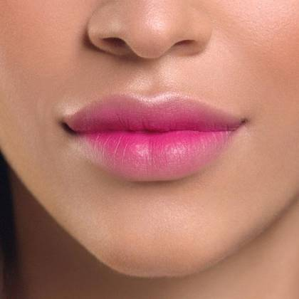 Blur-Matte-Lip-Pencil-Pink-Blurred-Lip_finished-look-1x1