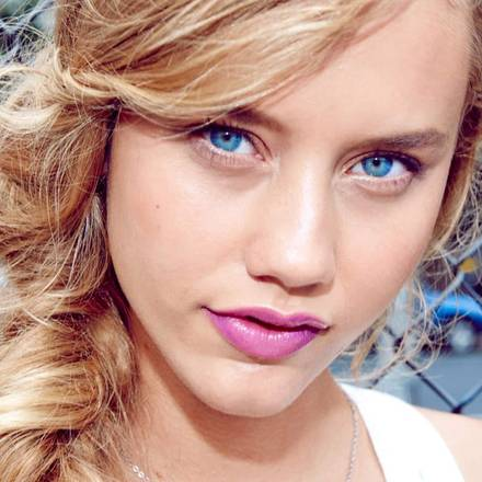 lip-color-sensational-pink-babylips-gloss-model-trend-1x1