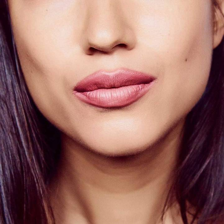 how to make your lips look fuller with red lipstick
