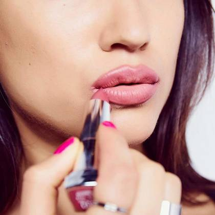 color-sensational-how-to-full-lips-step2-1x1