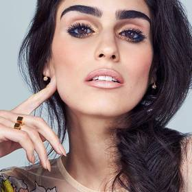maybelline-spring2016-eye-trend-golden-eyeshadow-look-1x1