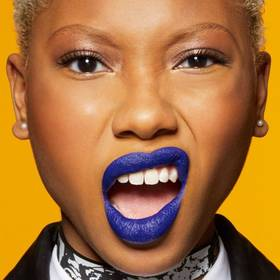 maybelline-tip-lip-how-to-wear-blue-lipstick-1x1