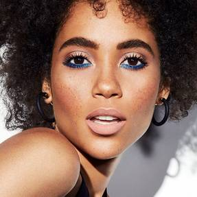 maybelline-mascara-spidereffect-edgy-blue-liner-beauty-look-1x1
