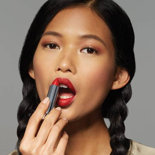 maybelline-lip-how-to-wear-black-lipstick-step1-1x1