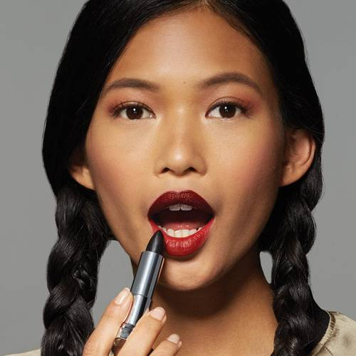 maybelline-lip-how-to-wear-black-lipstick-step2-1x1