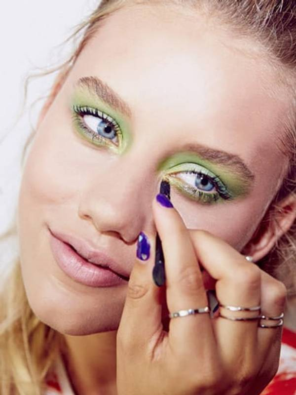 tip-eye-how-to-expert-wear-green-eye-shadow-rimmed-emerald-eye_2