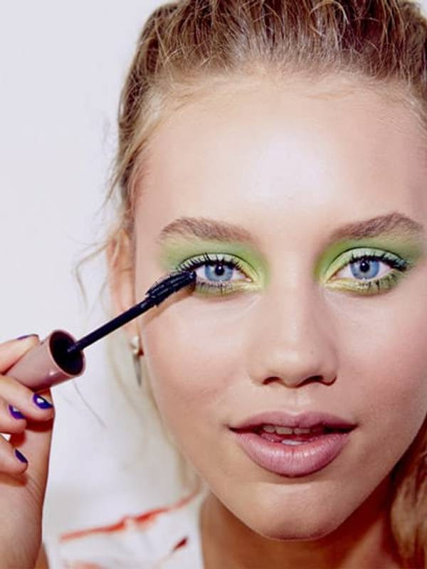 tip-eye-how-to-expert-wear-green-eye-shadow-rimmed-emerald-eye_3