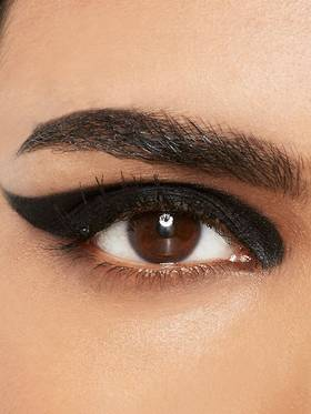 maybelline-eyeliner-gallery-thick-wing-look-3x4
