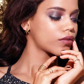 maybelline-makeup-trends-holiday-glamorous-glitter-macro-1x1