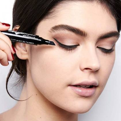 Holiday-Makeup-Master-Graphic-Eyeliner-Application