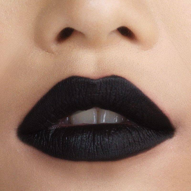 maybelline-color-sensational-loaded-bolds-black-lips-beauty-look-1x1
