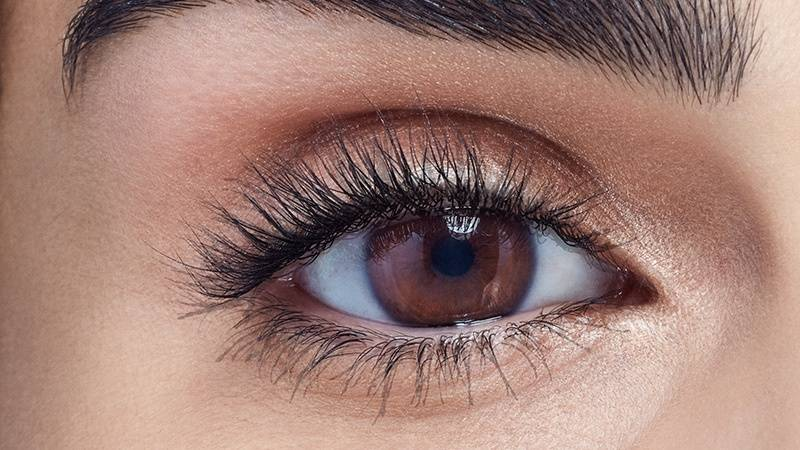 maybelline-spring2016-eye-trend-luscious-mascara-before-16x9
