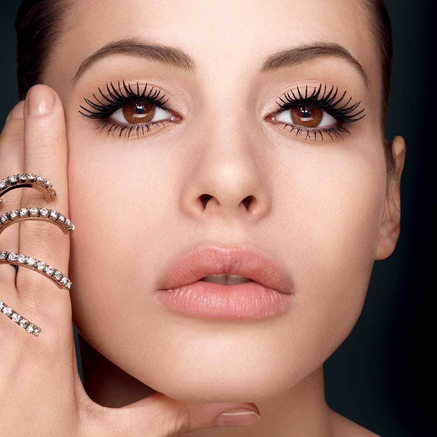 an overview of the mascara in the womens makeup Some of the reasons for women wearing makeup include beauty, confidence and giving a boost to an otherwise wearied appearance a more fundamental reason, however, may be to exaggerate.