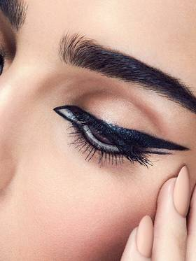 maybelline-spring2016-eye-trend-winged-eyeliner-look-3x4